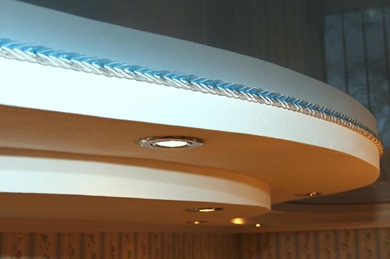 Плинтуса для натяжных потолков - фото