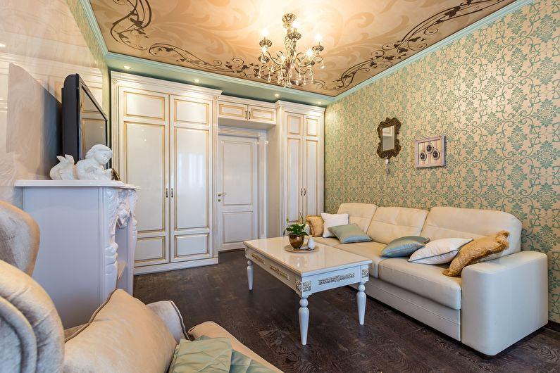 Натяжной потолок для гостиной в классическом стиле