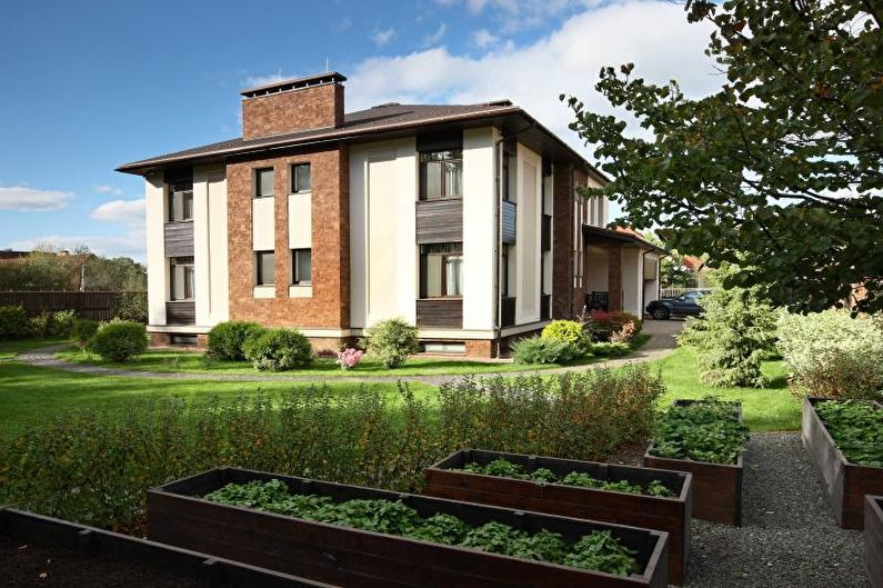 Вальмовая крыша для частного дома - фото