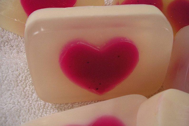 Подарок на 14 февраля своими руками - «Сердечное» мыло