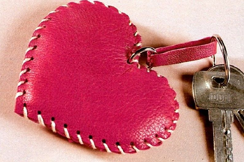Подарок на 14 февраля своими руками - Брелок-сердечко