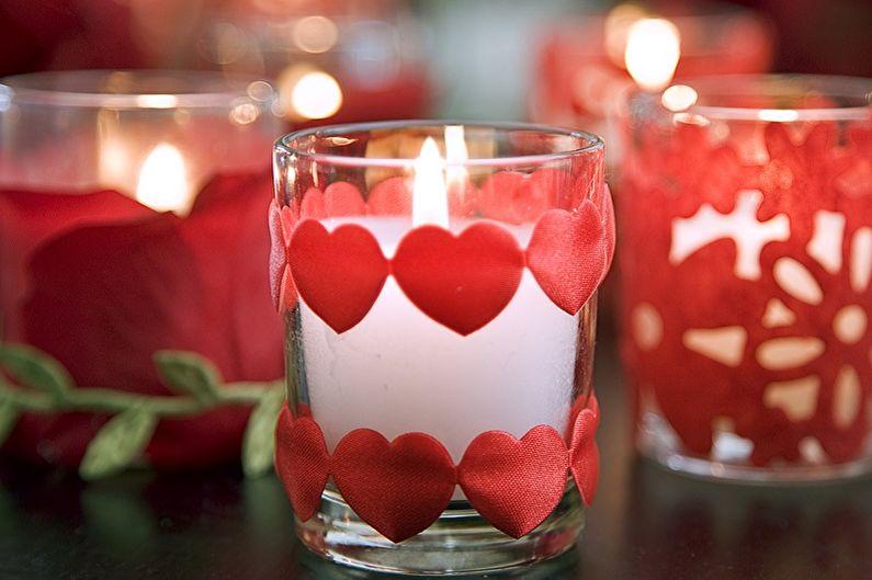 Как украсить квартиру на 14 февраля - Свечи