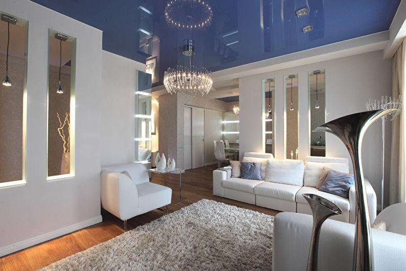 Синий натяжной потолок в зале (гостиной) - фото