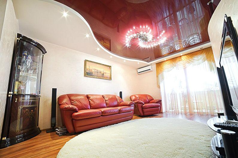 Красный натяжной потолок в зале (гостиной) - фото