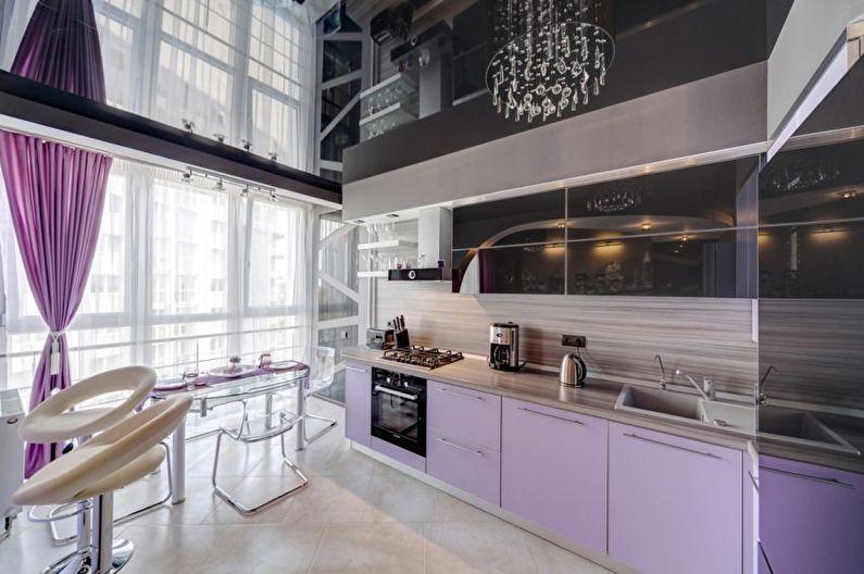 Зеркальный натяжной потолок на кухне - фото