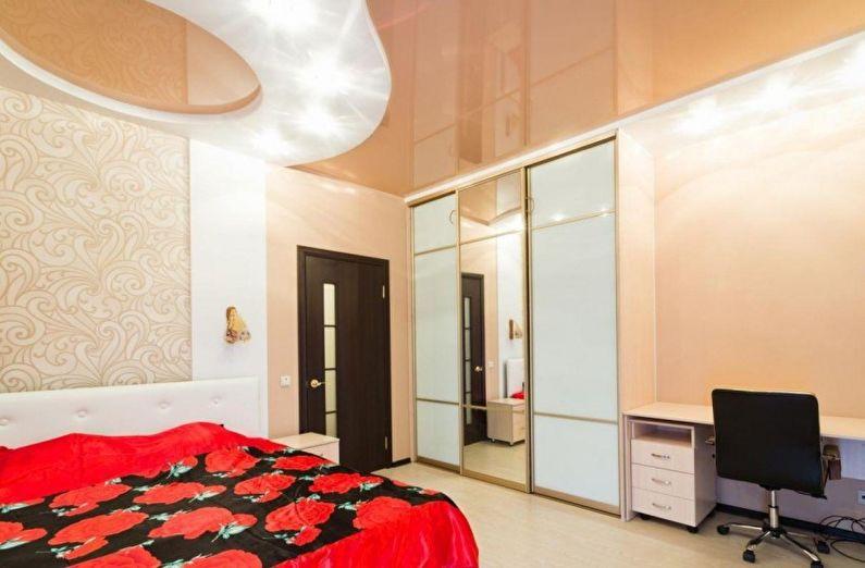 Бежевый натяжной потолок в спальне - фото