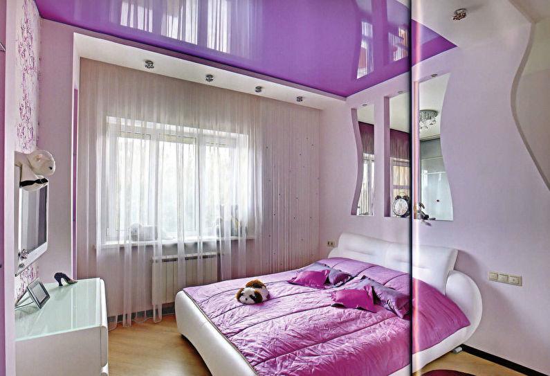 Розовый натяжной потолок в спальне - фото