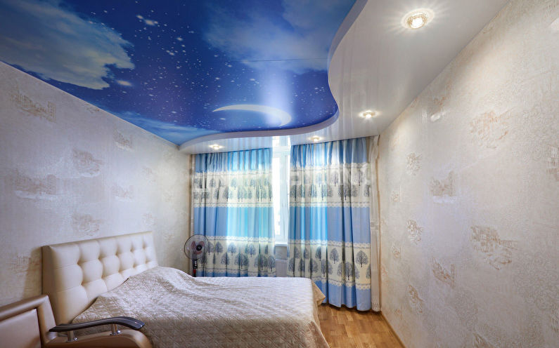 Натяжной потолок с фотопечатью в спальне - Звездное небо