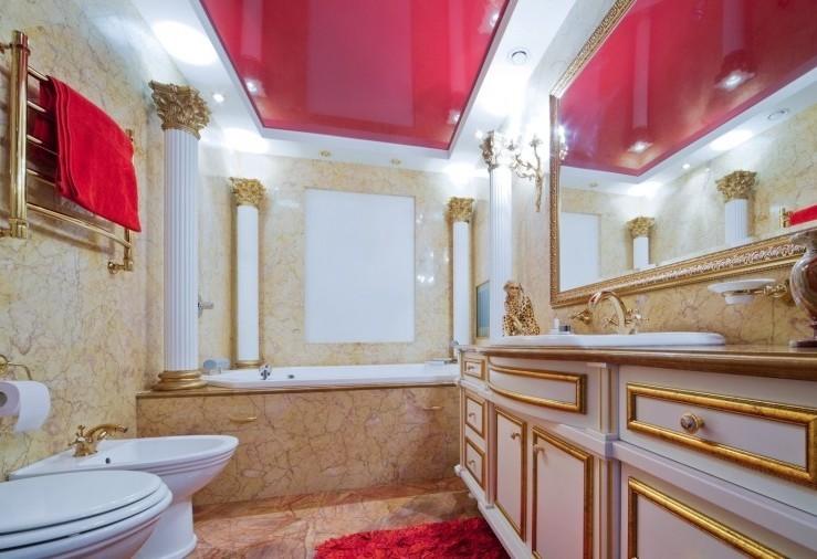 Двухуровневый натяжной потолок в ванной - фото