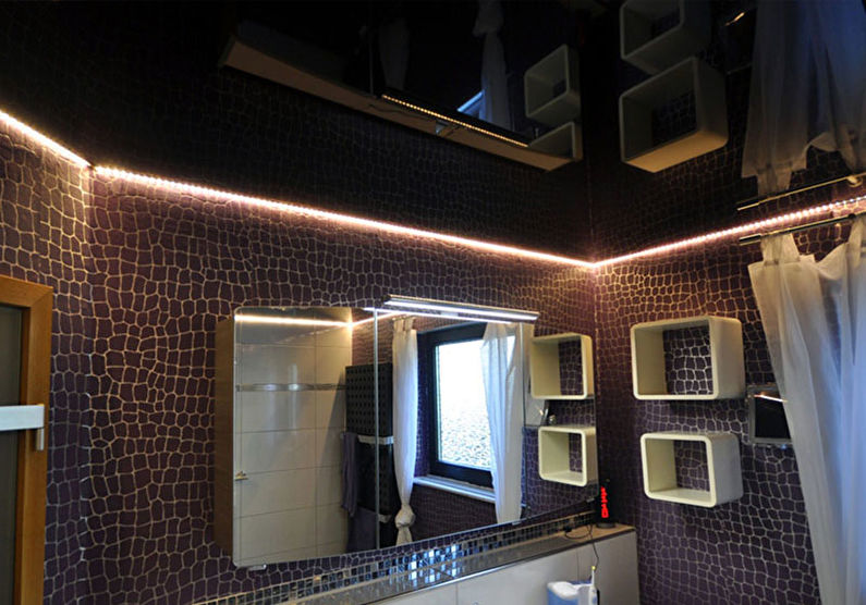 Черный натяжной потолок в ванной комнате - фото