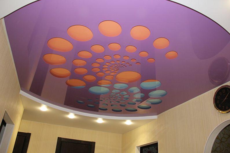 Глянцевый натяжной потолок в прихожей и коридоре - фото