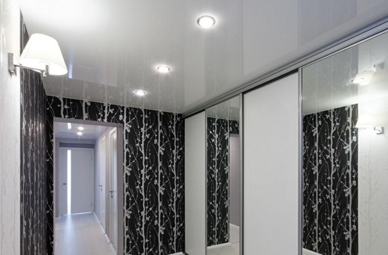 Белый глянцевый натяжной потолок в прихожей и коридоре - фото