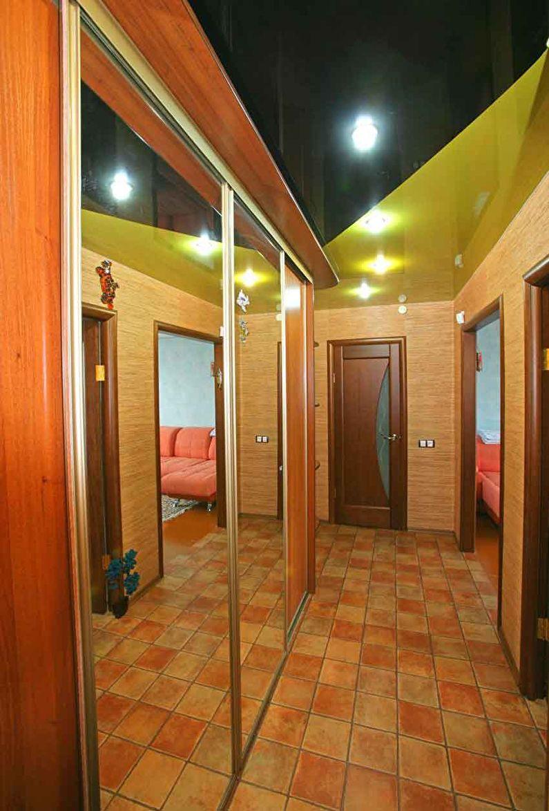 Натяжной потолок в коридоре - фото