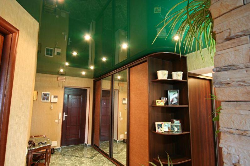 Зеленый натяжной потолок в прихожей и коридоре - фото