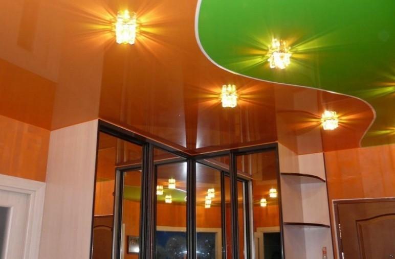 Натяжной потолок в прихожей и коридоре - фото