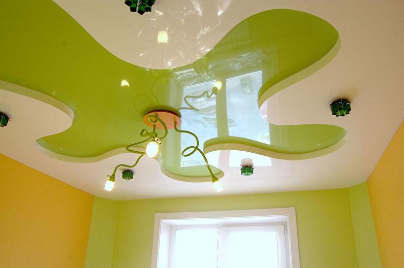Зеленый натяжной потолок в детской комнате - фото