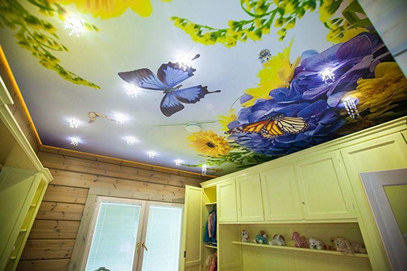 Натяжной потолок в детской комнате - Бабочки и цветы