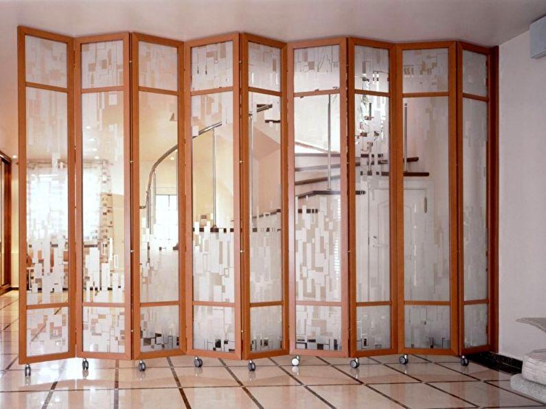 Мобильные перегородки из стекла в квартире