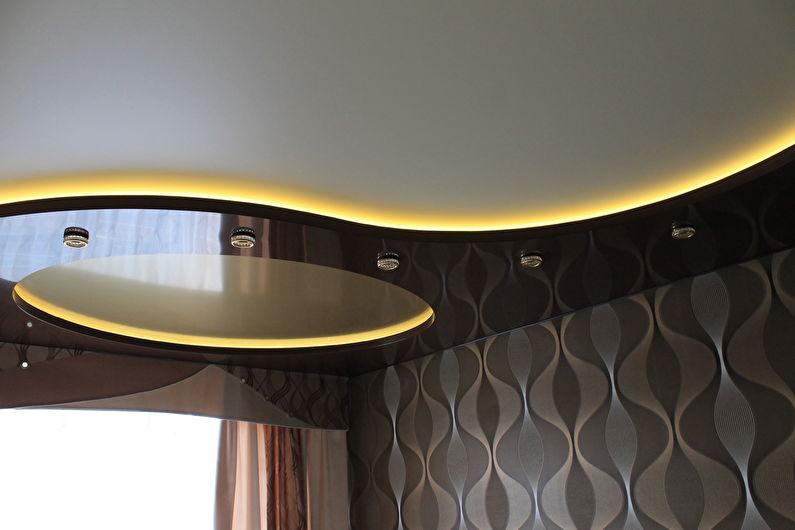 Двухуровневый натяжной потолок с подсветкой - светодиодная лента