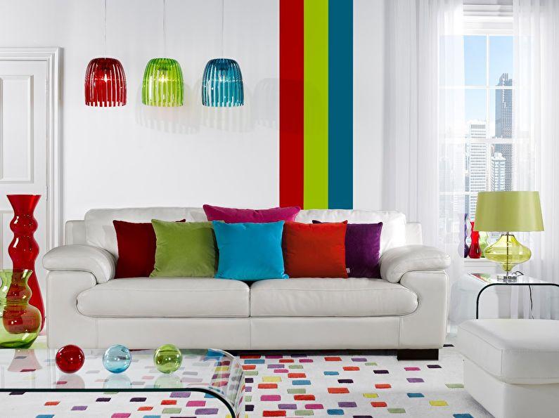 Сочетание цветов в интерьере гостиной - белый с красным, зеленым и синим