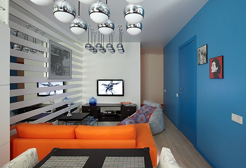 Сочетание цветов в интерьере гостиной - синий с оранжевым и белым