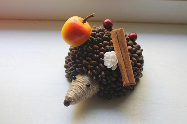 Ежики из кофейных зерен своими руками 82