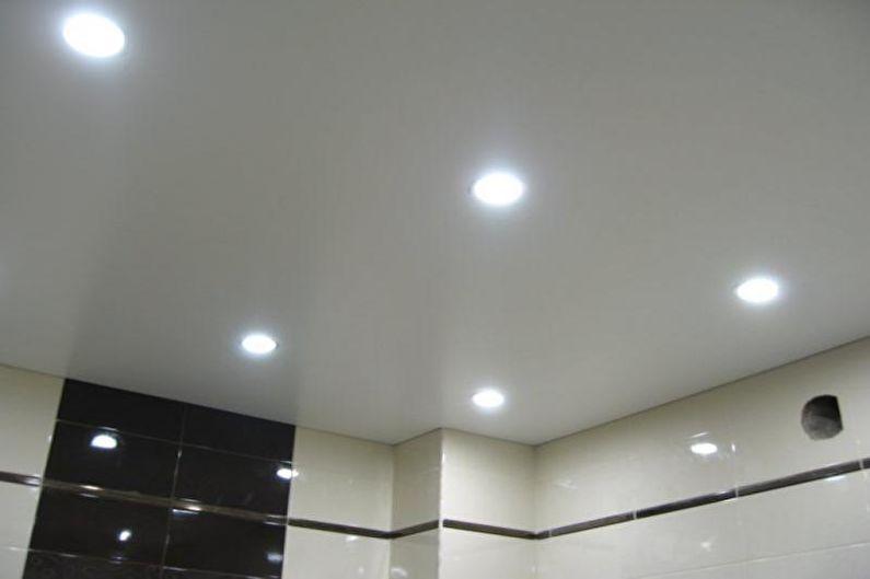 Дизайн белой ванной комнаты - Отделка потолка