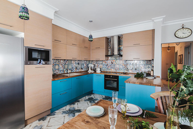 Дизайн интерьера кухни в бирюзовых тонах - фото
