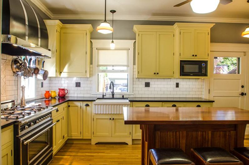 Желтая кухня в стиле кантри - Дизайн интерьера