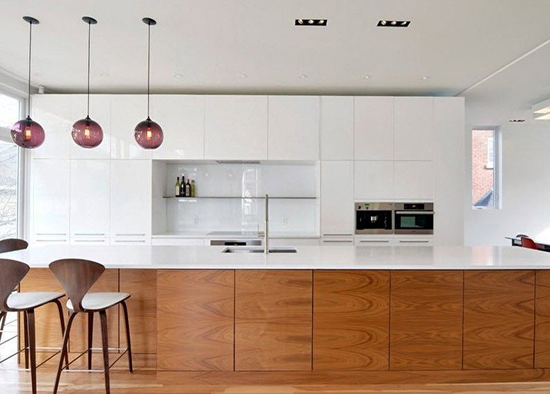 Кухня 8 кв.м. - сочетание белого цвета и цвета дерева