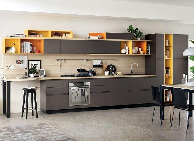 Кухня 8 кв.м. - цветные фасады
