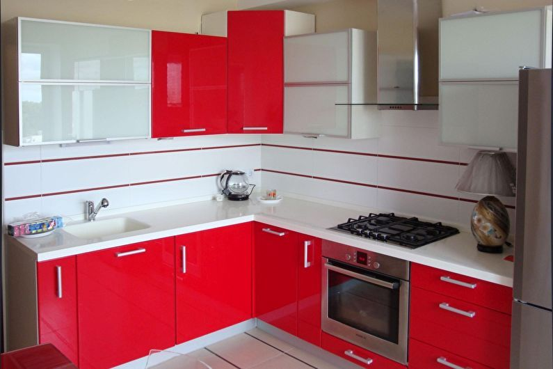 Красная кухня 6 кв.м. - дизайн интерьера