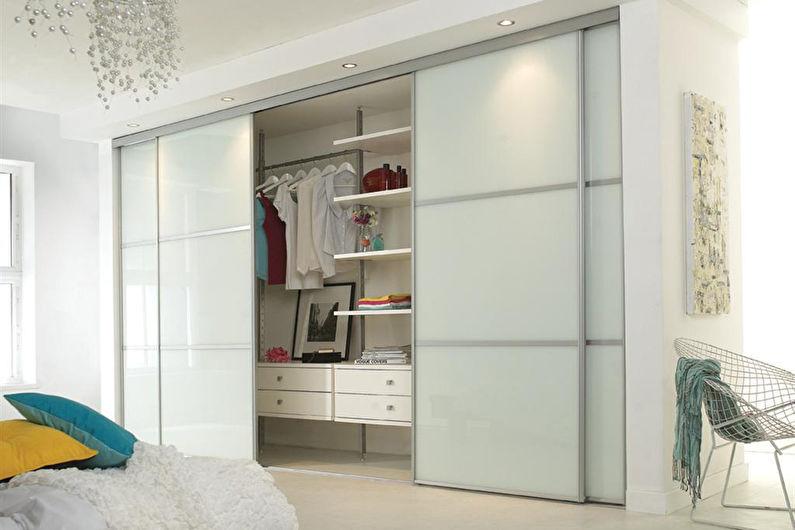 Шкаф-купе в интерьере спальни