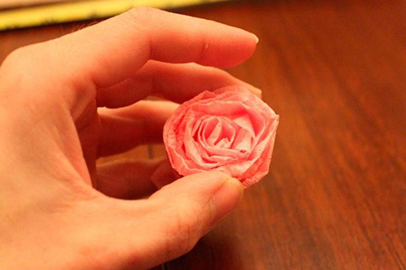 Топиарий с цветами из гофрированной бумаги своими руками