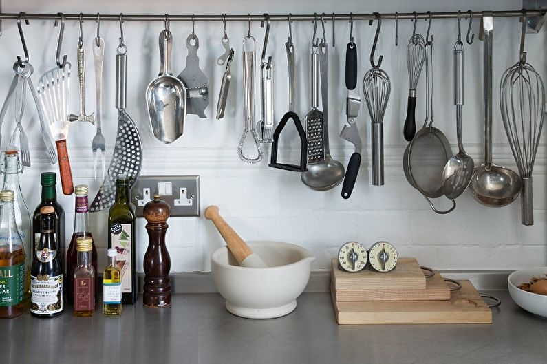 Рейлинги для кухни (90 фото)  виды, особенности, красивые идеи 24f76d32d0d