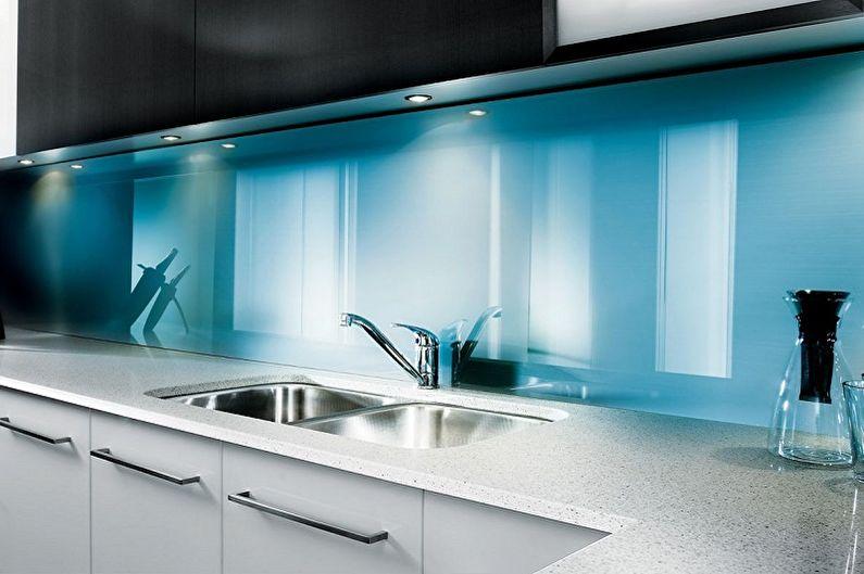 шаловливый дизайн фартука на кухню под стеклом фото драгунский