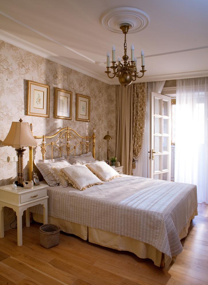 Дизайн спальни в классическом стиле - Отделка потолка