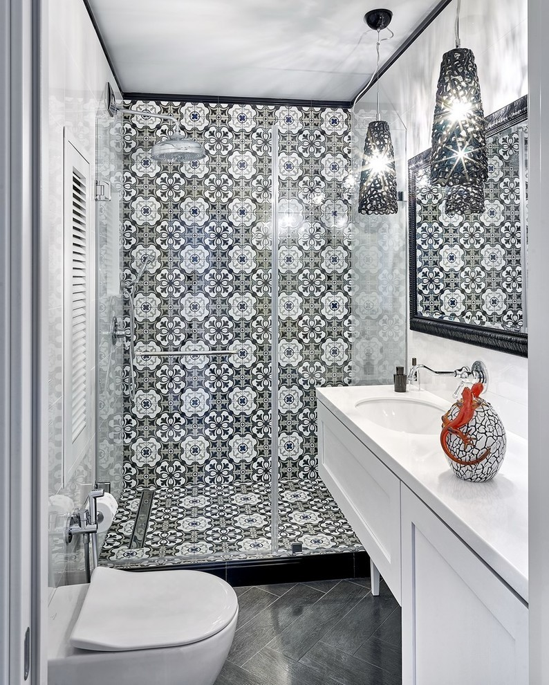 Дизайн интерьера ванной комнаты в черно-белых тонах - фото