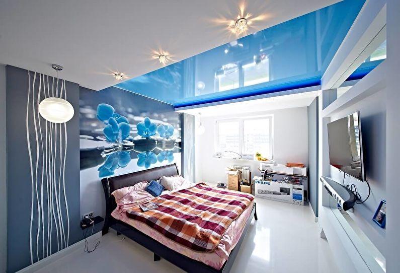 Синие натяжные потолки в спальне - фото