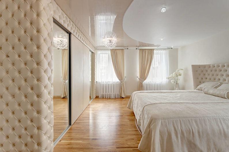 Бежевый глянцевый натяжной потолок в спальне - фото