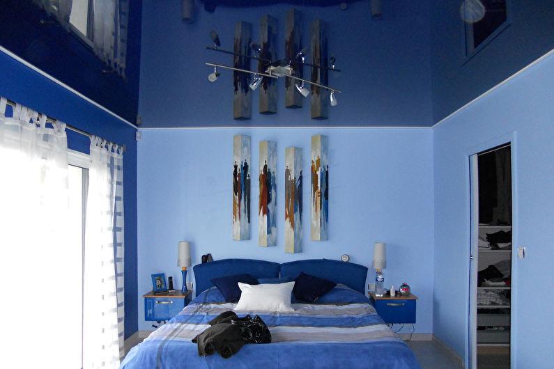 Синий натяжной потолок в спальне - фото