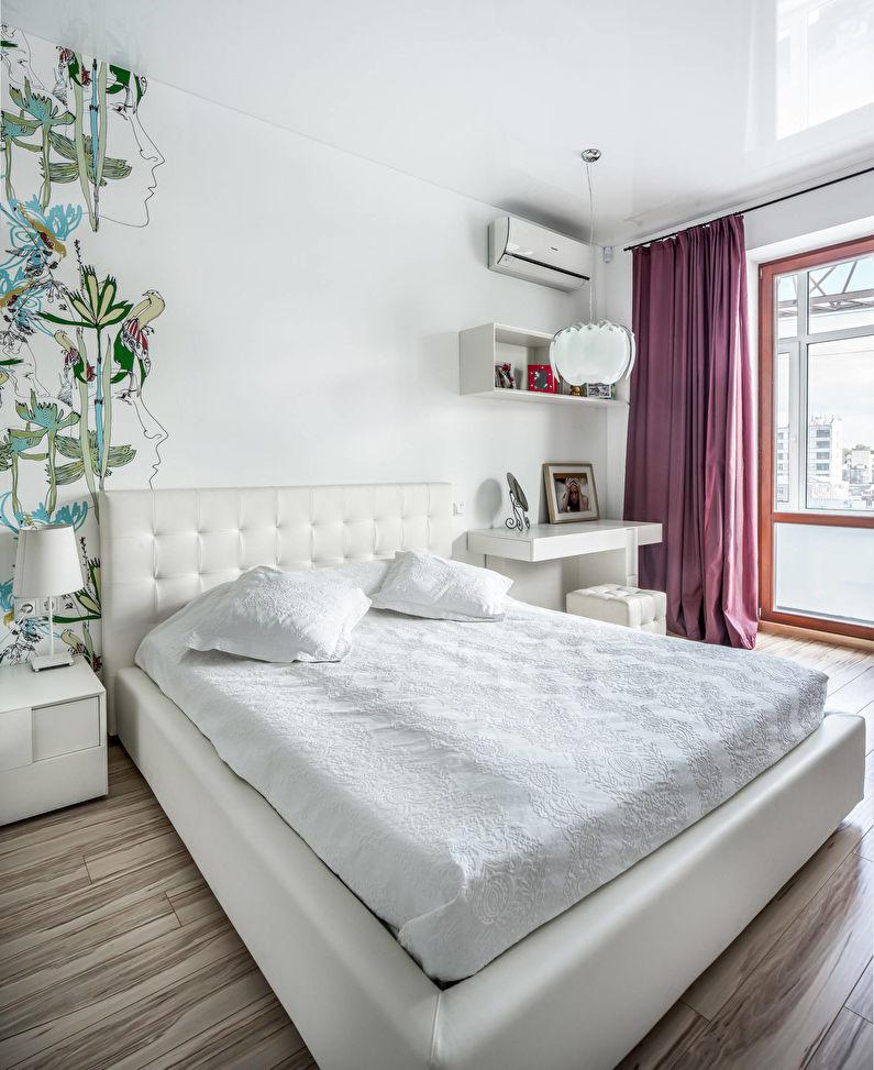 Белый натяжной потолок в маленькой спальне - фото
