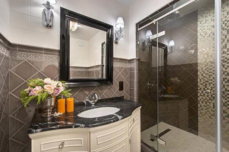 Ванная комната с душевой кабиной в классическом стиле