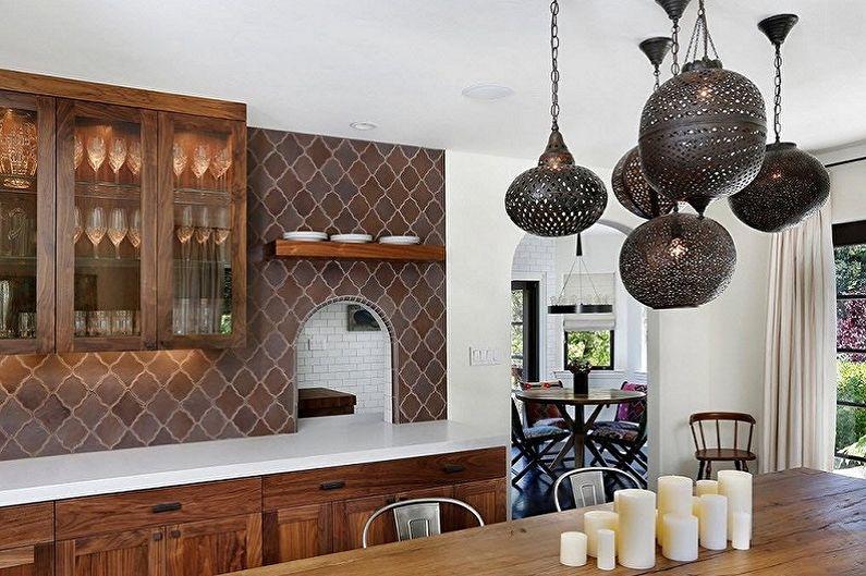 Дизайн кухни в восточном стиле - Освещение и декор