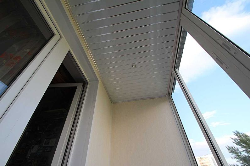 Дизайн балкона / лоджии - Отделка потолка