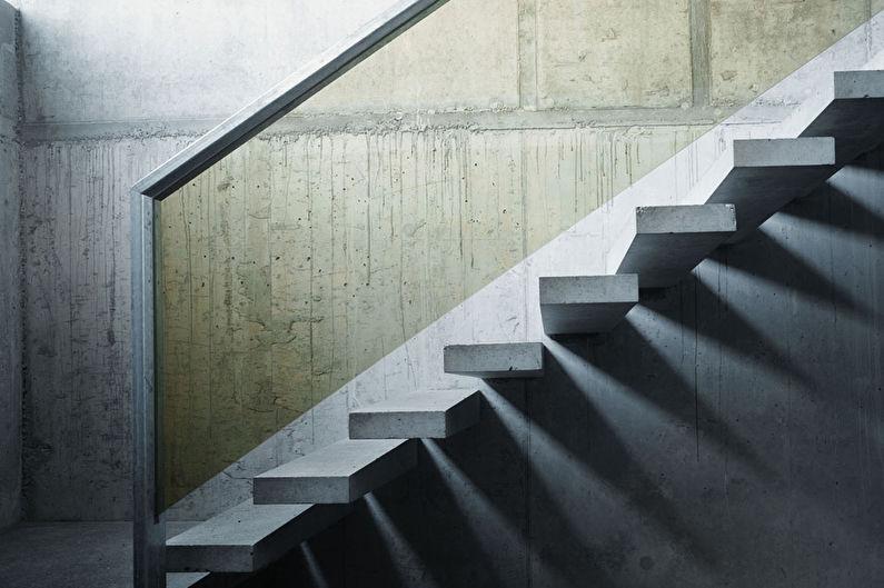 Лестницы на второй этаж на больцах