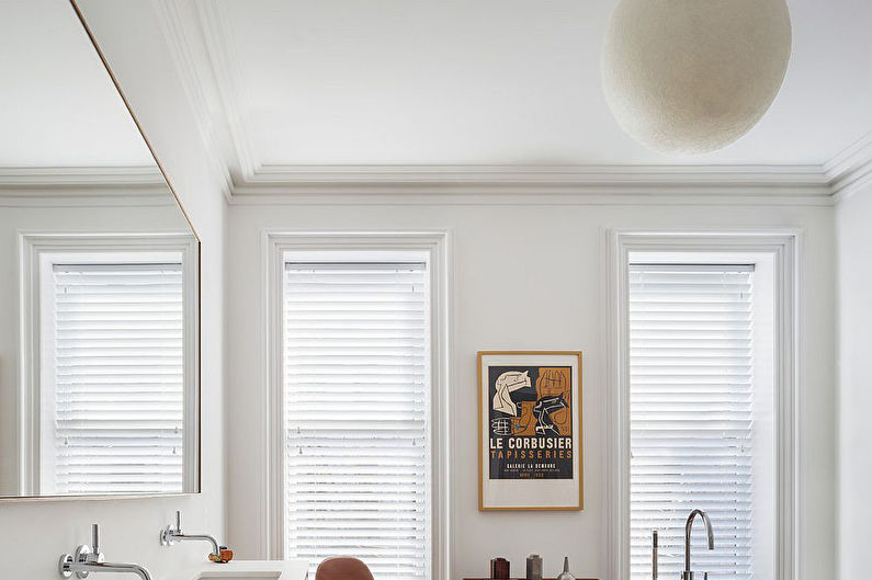 Дизайн ванной комнаты в скандинавском стиле - Отделка потолка