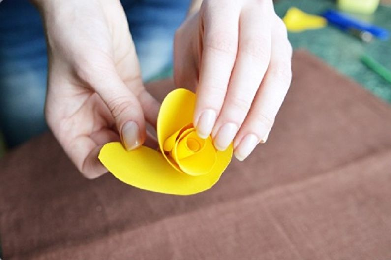 Желтая роза из бумаги своими руками