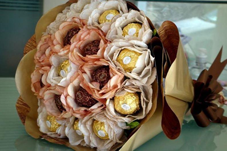 Роза из бумаги своими руками с конфетами внутри