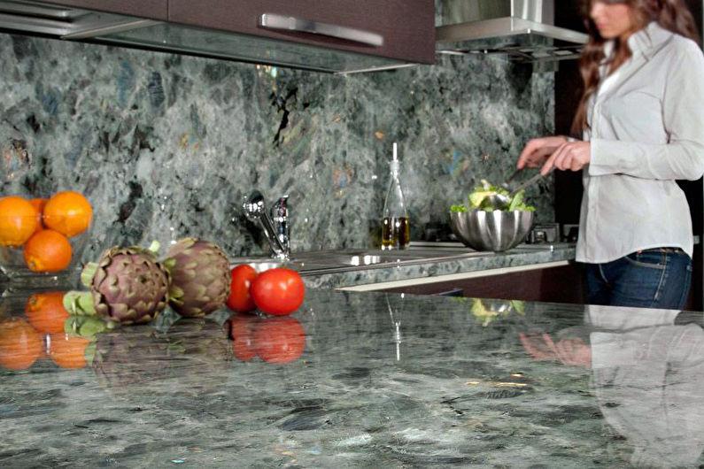 Каменный фартук для кухни